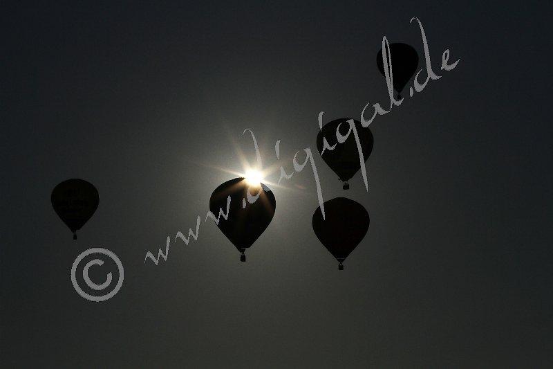 Ballons im Gegenlicht